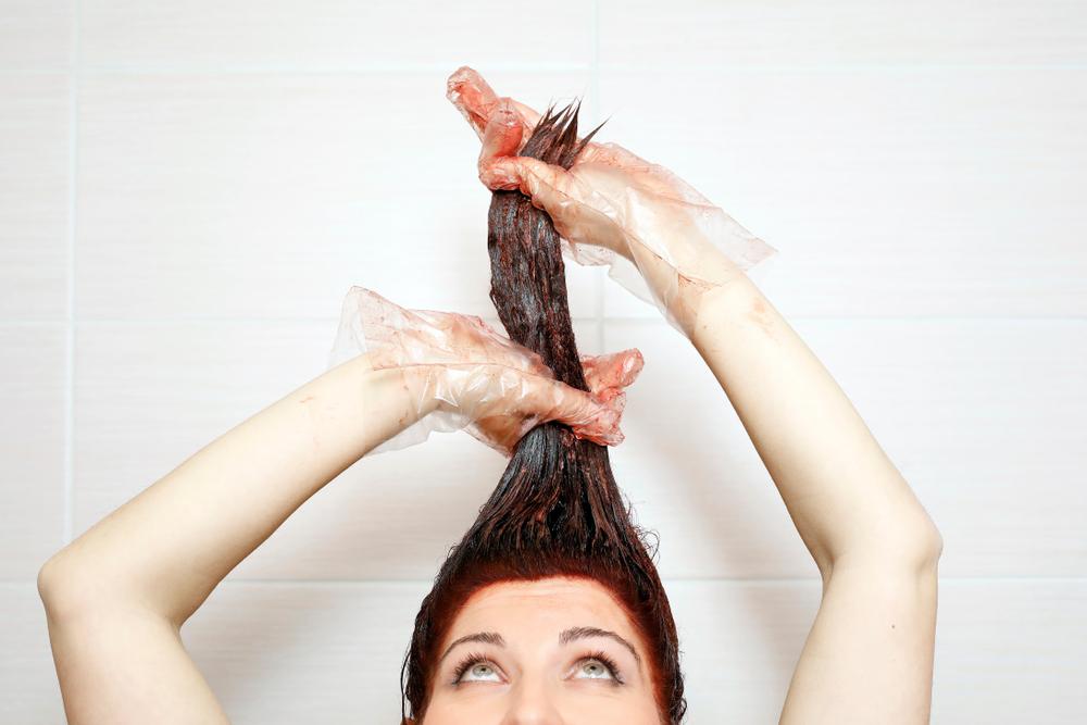 Como tonalizar o cabelo? Dicas para utilizar a máscara tonalizante